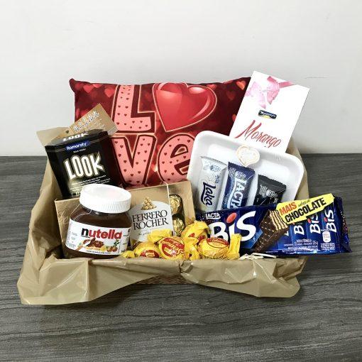cesta romantica com chocolate