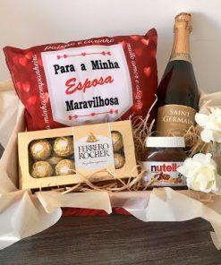 Cesta Romântica com Chocolate Ferrero Rocher e Espumante