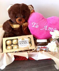 Cesta Romântica com Chocolates e Pelúcias